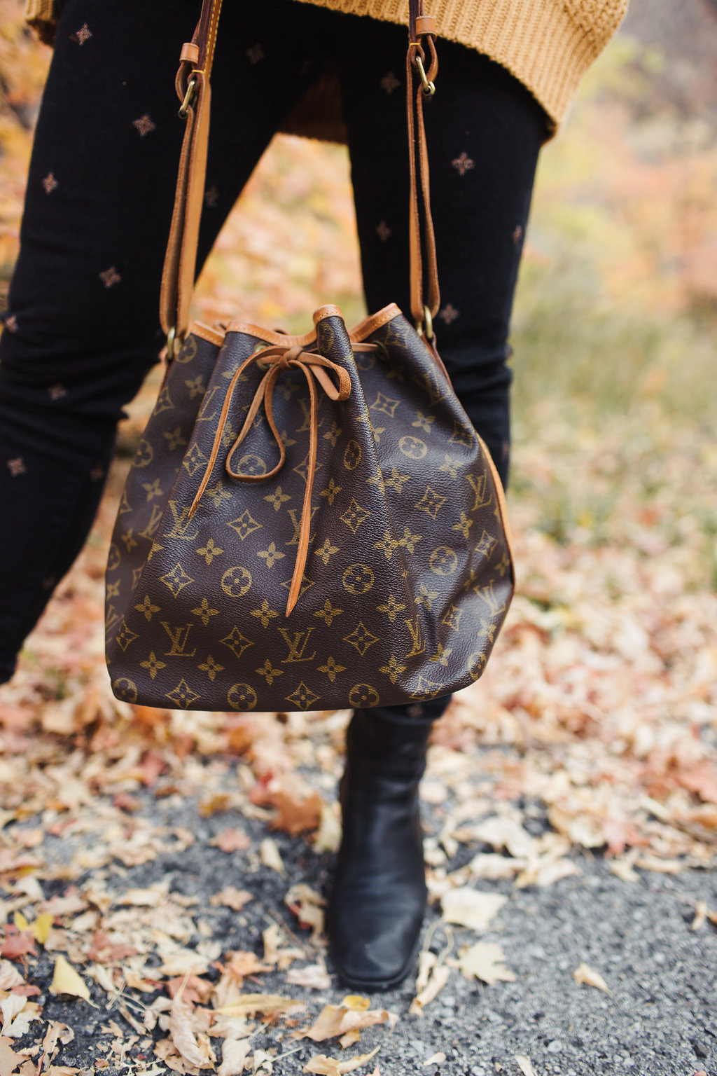 51b4d7bdbce9 ... and would love to spread the love with all of my fans + followers. The  bag we re giving away is a 100% genuine Louis Vuitton Petit Noe